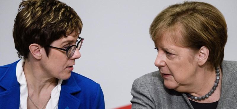 Ennek a felmérésnek biztosan nem fog örülni Merkel utódja