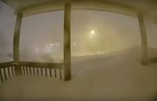 Felvette az ajtócsengő kamerája, hogyan temeti be a házat a 24 órás hóvihar