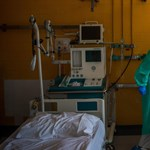 Párbeszéd: A kormány a kórházakra és az orvosokra hárítja a felelősséget