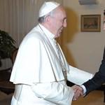 Fotó: A Juve-csatár és a pápa
