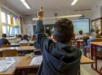 Káoszt okozhat a kötelező beiskolázás, de a kormány legalább spórol rajta