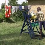 Kitüntették a 9 éves kenyai kisfiút, aki egy érdekes kézmosóval küzd a koronavírus ellen