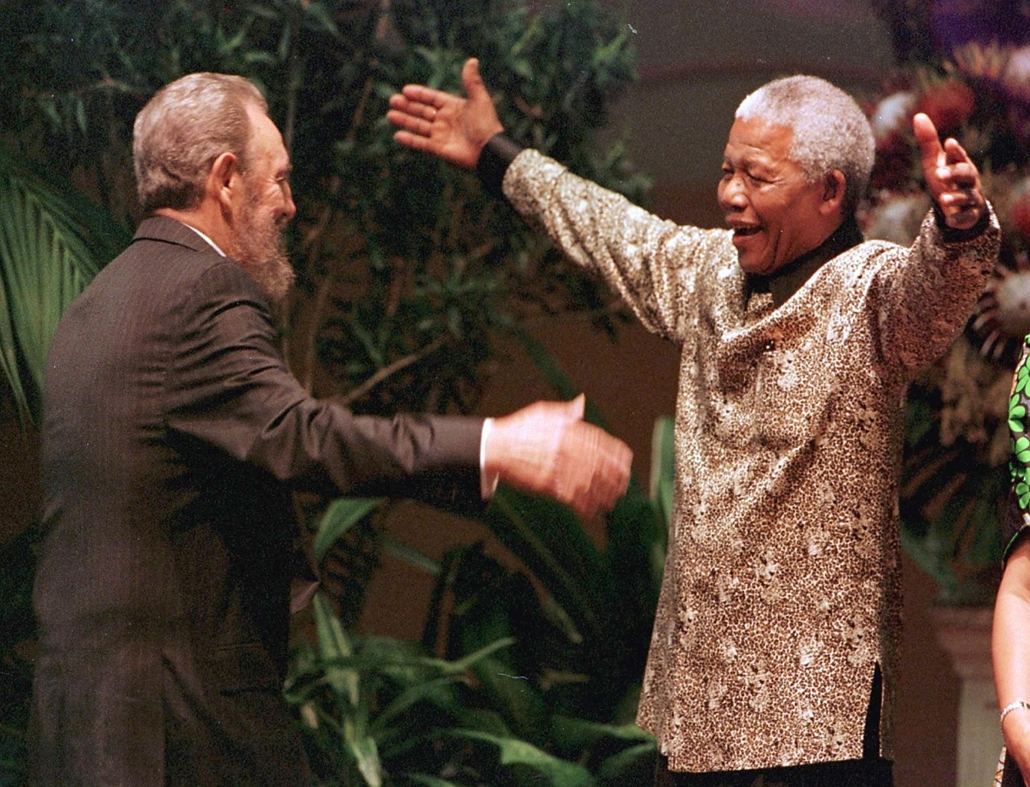 Nelson Mandela nagyítás - SOUTH AFRICA, Durban : South African President Nelson Mandela greets Cuban leader Fidel Castro as he arrives for the opening of the 12th Non-Aligned Movement summit in Durban 02 September 1998.