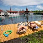 Több százan fürödtek a hétvégén a hévízi tóban