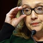 Titkos e-mailek is voltak Clintonné magánszerverén