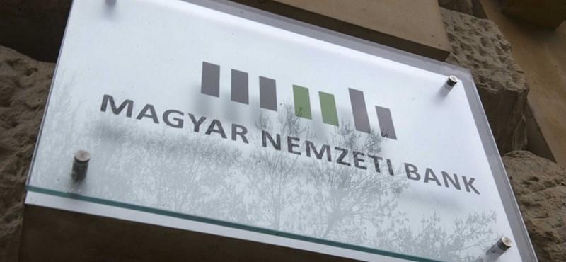 300 ezer forintos ösztöndíjat kaphat a Fidesz kommunikációs igazgatója