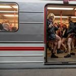 Kihagyhatatlan újévi hagyomány lett a nadrág nélkül metrózás, itt vannak a friss képek