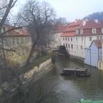 Nézd, Prága! címmel irodalmi kalauz a cseh fővárosról