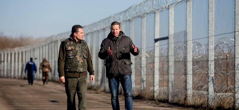 Ez itt a kerítés: Vona meglátogatta Toroczkait