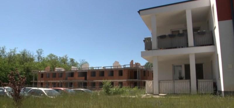 Nyomoznak a veresegyházi lakópark ügyében