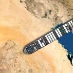 Itt a játék, amiben bárhová rakhatjuk a Szuezi-csatornában rekedt teherhajót
