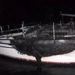 Három hajó leégett egy balatoni kikötőben az éjjel