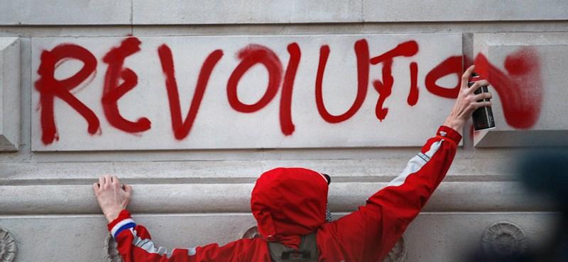Durván drágult: a brit polgár nem tudja megfizetni gyerekei magániskoláját