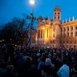 """""""Schmitt mondjon le!"""" - Flashmob a Kossuth téren"""