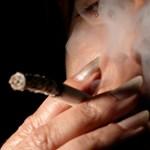 Akár 450 ezer forintos büntetés autóban dohányzásért – ön egyetért vele?