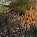 Egymástól kétméteres távolságot tartva tüntettek Netanjahu ellen