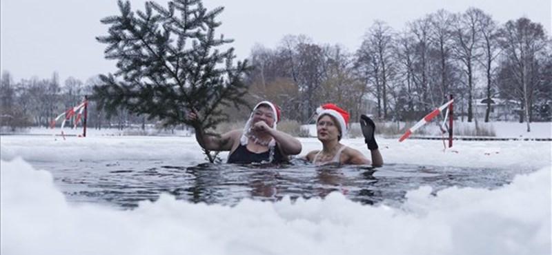 Karácsonyi fürdőzés a jeges tóban - megdöbbentő képek