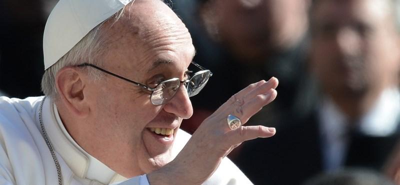 """""""A hatalom mindig szolgálat"""" - százezer embert áldott meg Ferenc pápa"""