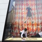 """""""A feketék rabszolgák, és mocskot esznek a földről"""" - egy Vuitton-menedzser elvetette a sulykot"""