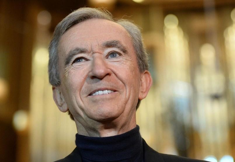 A francia luxus tette naggyá Bill Gates és Jeff Bezos európai üldözőjét