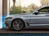 Nyomott árral hódít a zöld rendszámos új 5-ös BMW