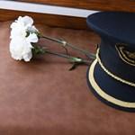 Eltemették a Hableány kapitányát
