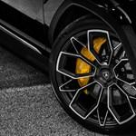 Vészjóslóan sötét hangulatú a 800+ lóerős új Lamborghini divatterepjáró