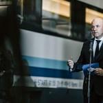 Fotók: Kigurultak a gyárból a MÁV első saját IC-kocsijai Szolnokon