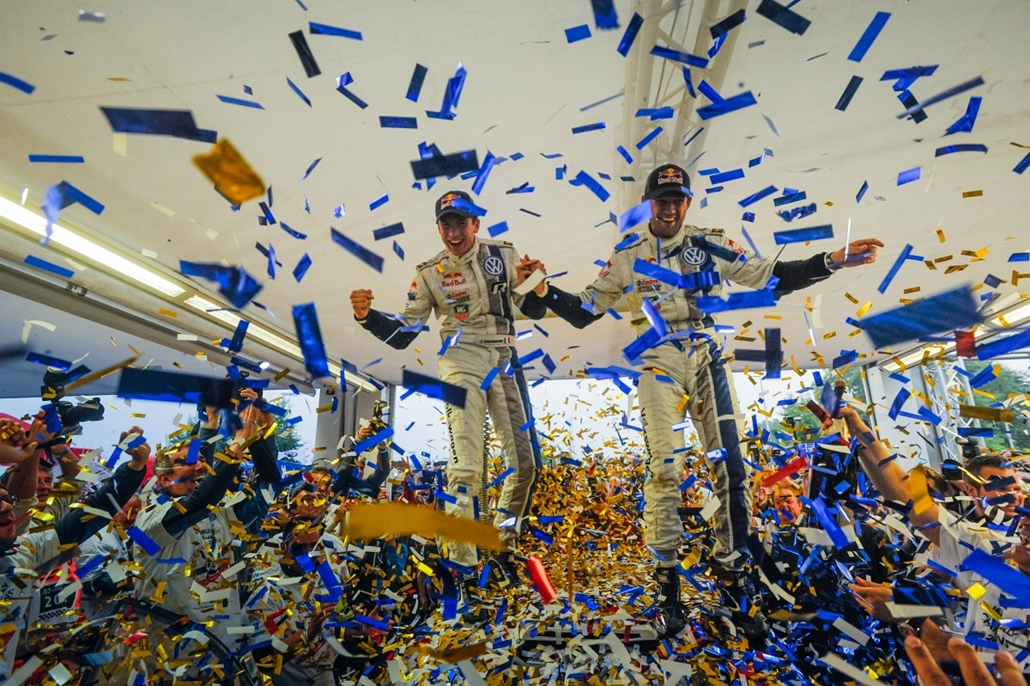 13.10.06. - Strasbourg, Franciaország: a francia páros, Sebastien Ogier és másodpilótája, Julien Ingrassia a WRC rally eredményhirdetése után.    - évképei, az év sportképei