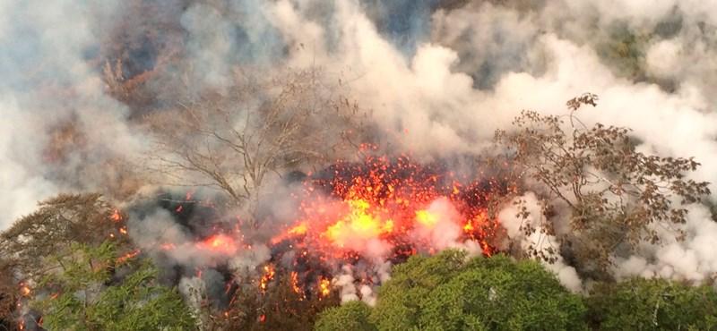 Tombol a Kilauea vulkán, hamuba borulhat Hawaii egyik szigete