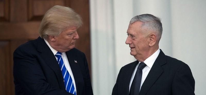 Donald Trump tengerészgyalogos-kormánnyal üzen a világnak