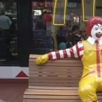 Az oroszok bezzeg nem félnek a McDonald's bohócától