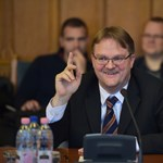 Volt fideszes képviselő ügyvédi irodájához és egykori megyei Fidelitas-elnök cégéhez is jutott pénz a Miniszterelnökségtől