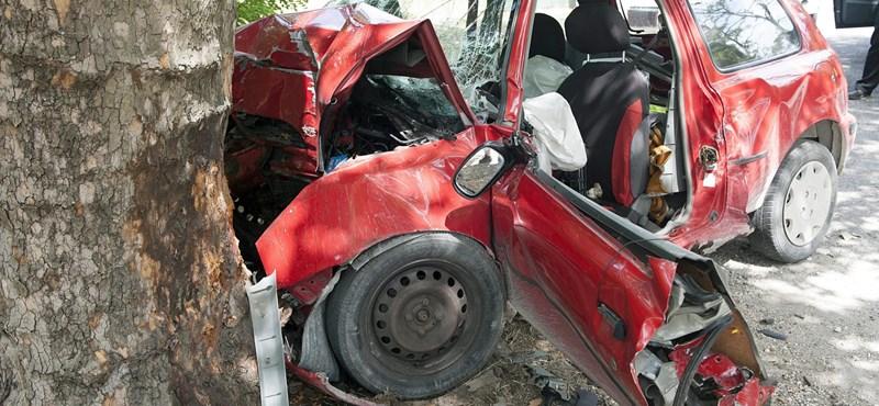 Fotó: A légzsák sem mentette meg a kis Nissan vezetőjének életét