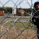 Szél: Embertelen körülmények között élnek a menedékkérők a tompai tranzitzónában