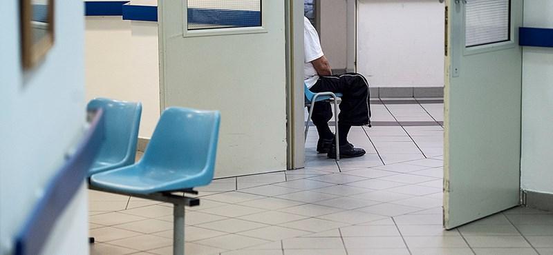 17 órát várt a Honvédkórházban egy olasz fiú, de nem tudta meg, mitől gyulladt be a lába