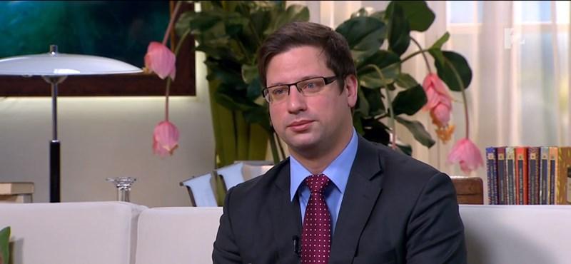"""""""Az állampolgárok elvszerűbbek a pártoknál"""" – Gulyás megvilágosodott a Tv2 kanapéján"""