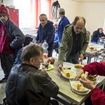 Így látja a hajléktalanok és a migránsok ügyét a Jezsuita Menekültszolgálat koordinátora
