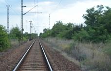 Kisiklott egy Budapestre tartó vonat mozdonya Romániában