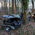 Fának csapódott egy autó Zalaegerszegnél, ketten meghaltak