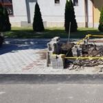 Kiderült, Boldog István fideszes képviselő egy félkész parkolót adott át a gyerekek gyűrűjében