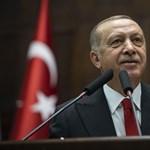 Megérkezett Erdogan, szinte csak a guruló ördögszekerek hiányoztak az Andrássy útról