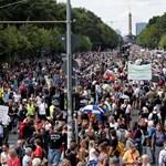 A koronaszabályok ellen szervezett tüntetést oszlatott fel a rendőrség Berlinben