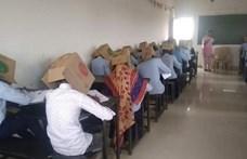 Egy iskolában kartondobozt húztak a diákok fejére, hogy ne tudjanak lesni egymásról
