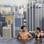 150 méteres medence a város felett (megdöbbentő videók)