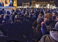 Három embert állítottak elő a rendőrök a Kossuth téren