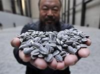 10 ezer arcmaszkot árul Aj Vej-vej, jótékonyságra ajánlja az árukat