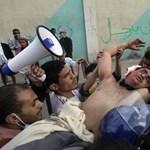 Laktanyát foglaltak a tüntetők Jemenben