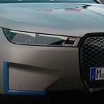 Hatszögletű kormány, 600 kilométeres hatótáv: itt a BMW iX villanyautó
