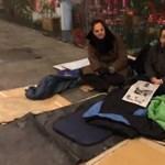 """""""Borzasztó itt aludni"""" – így ébredtek Juhász Péterék a Kálvin téri aluljáróban"""